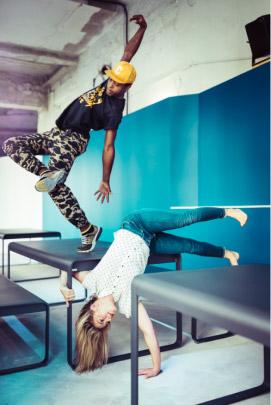 La Biennale de la Danse et Fermob s'associent pour une danse contemporaine en couleur