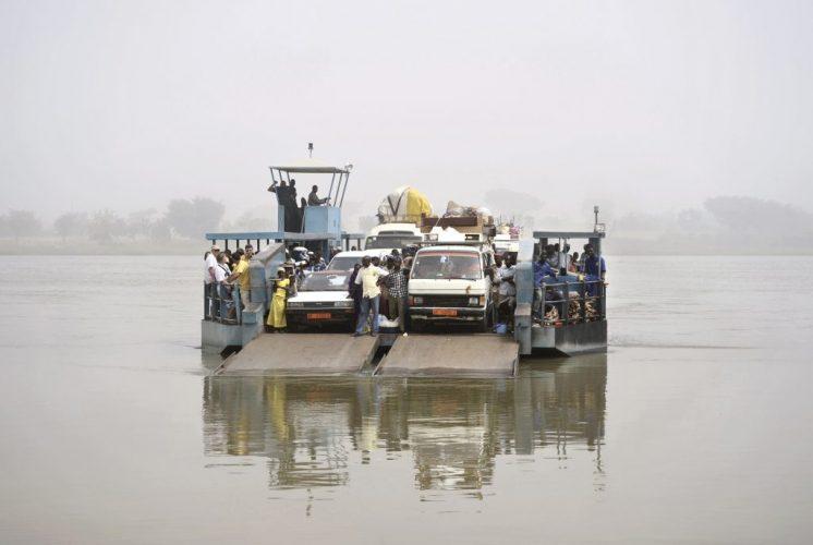 inside-niger-farie-ferry-the-niger-river-2009-nicolas-lo-calzo-dominique-fiat