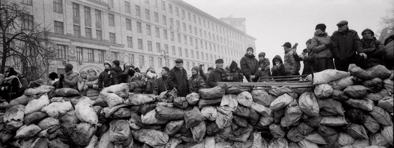 pavel-wolberg_ukrainian-civilians-stand-behind-a-barricade