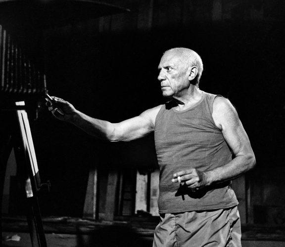 picasso-pendant-tournage-le-mystere-picasso-de-henri-clouzot-nice-1955-by-andre-villers