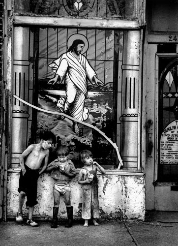 GTB_Harold_Feinstein_Broken_Christ_With_Children_Coney_Island_1950