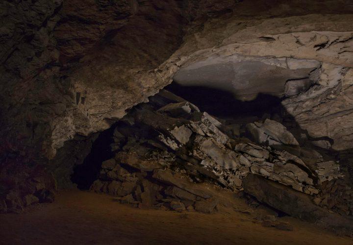 Hidden-Passage.-Mammoth-Cave,-Barren-County,-Kentucky,-2014