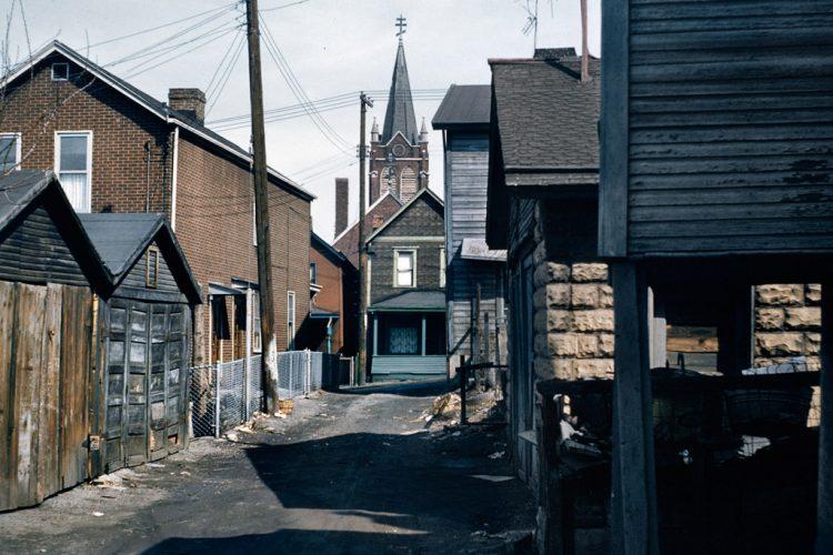 Logements-d+®labr+®s,-quartier-dÔÇÖaffaires,-McKeesport,-Pennsylvanie,-1959--®-Allan-B.-Jacobs