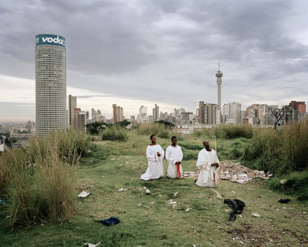 01_Press-Image-l-DBPP15-l-Mikhael-Subotzky-Patrick-Waterhouse-l-Ponte-City-from-Yeoville-Ridge-2008-1024x821