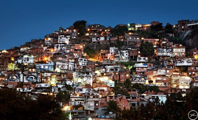 28_millimetres_-_women_are_heroes_action_dans_la_favela_morro_da_providencia_favela_de_nuit_rio_de_janeiro_bresil_2008_0