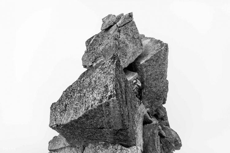 5.-Equilibre.-Aiguile-du-Peigne,-Mont-Blanc,-2013.--®UlysseLefebvre