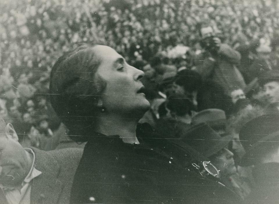 Portrait de Femmes : Dolores Ibárruri,  ¡ No Pasarán !