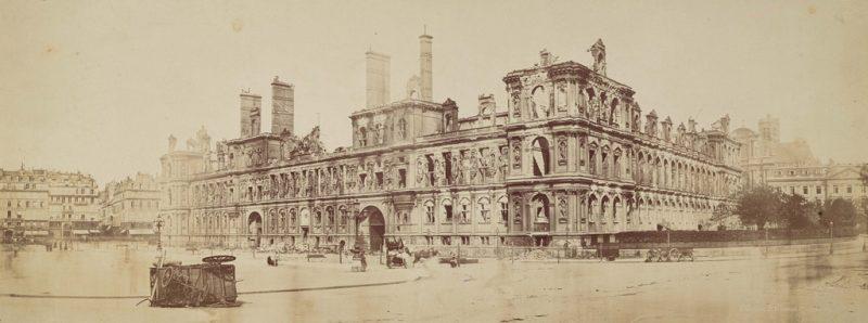 BD_19_EN-22(B)-hotel-de-ville-en-1871