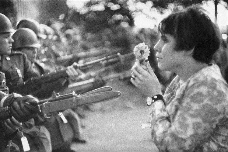marc-riboud-young-girl-with-flower-in-demonstration-against-the-war-in-vietnam-washington-dc-photographs-zoom_749_500