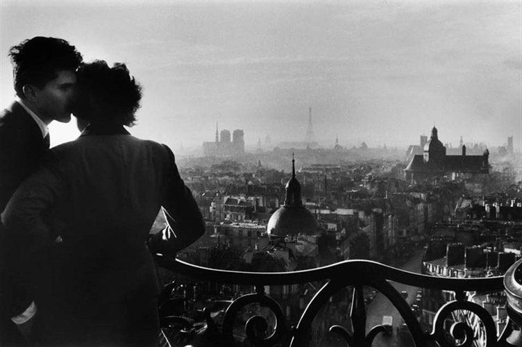 willy-ronis-les-amoureux-de-la-bastille-paris-photographs-gelatin-silver-print-zoom_752_500