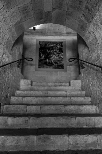 01-CMN-Thoronet-accrochage-expo-VANIT-ÉS-©-Jean-Christophe-BALLOT-25v2
