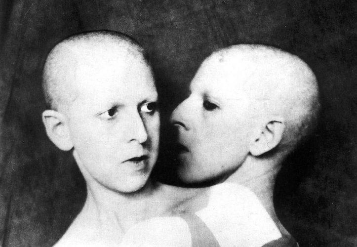 Claude-Cahun-Que-me-veux-tu-1928
