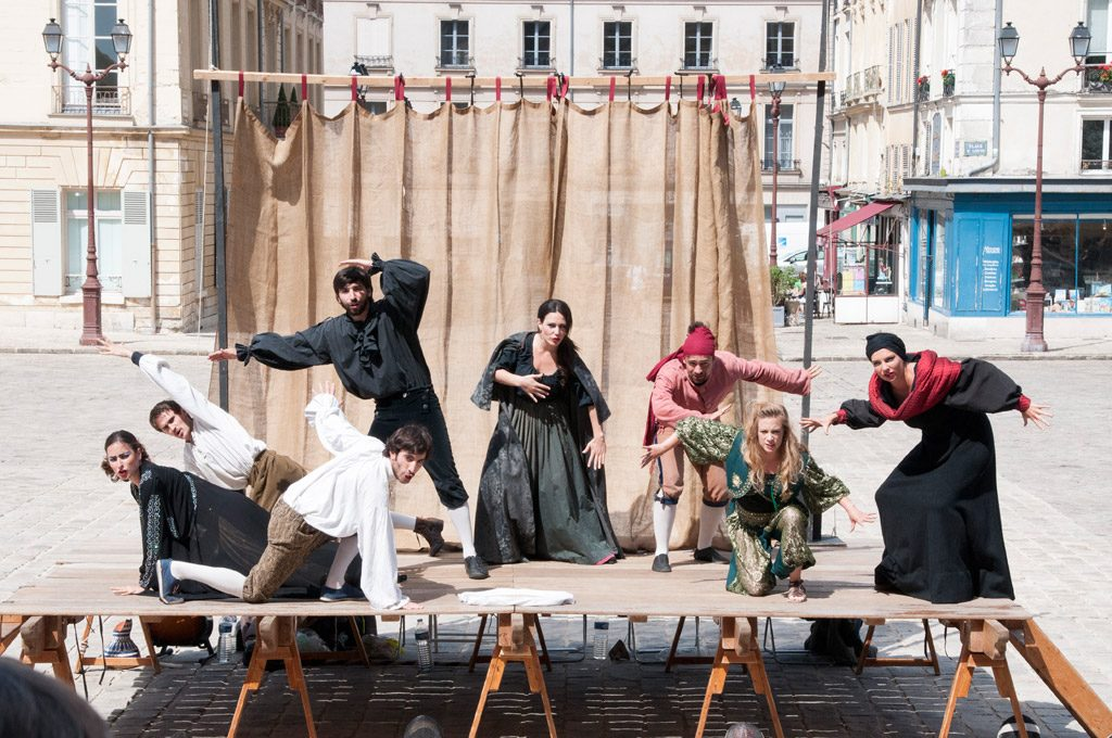 Le Mois Molière à Versailles un avant goût du Off d'Avignon