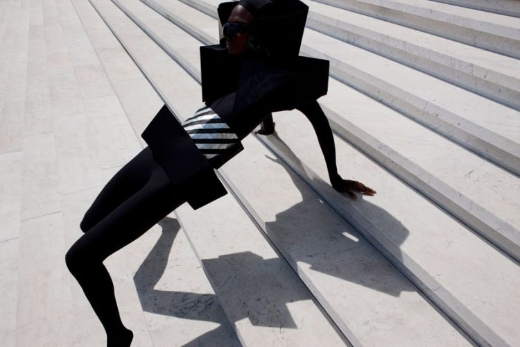 in-and-out-of-fashion-viviane-sassen-08