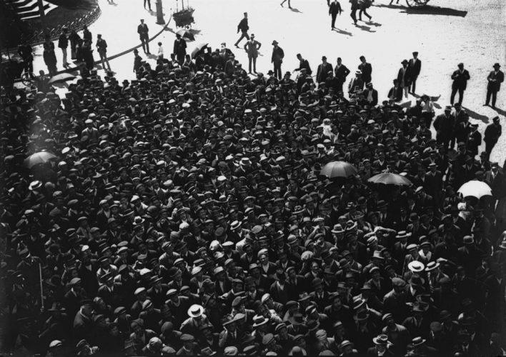 Joshua-Benoliel-Grève-des-électriciens-Lisbonne-1912