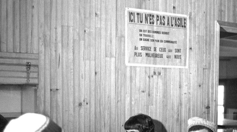 1989-INFORMATION-DANS-UNE-COMMUNAUT-É-EMMAUS--©-jacques-revon00013