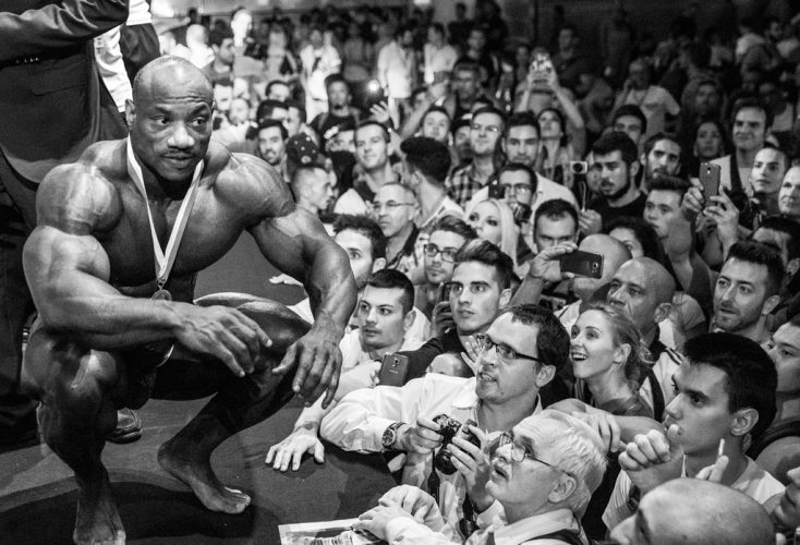 Dexter-Jackson-with-his-fans-(-Classic-Europe-2015---Madrid,-Spain)
