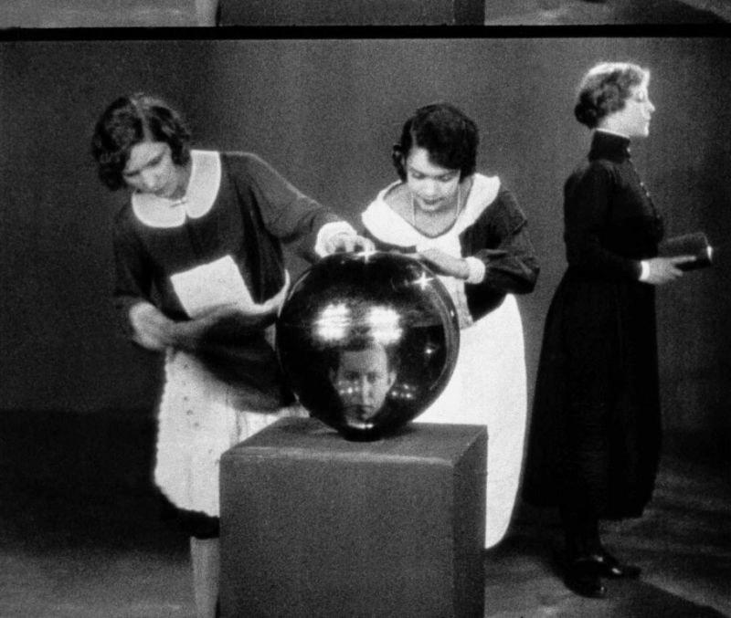 Ephéméride (1928) : Première projection de La Coquille et le Clergyman