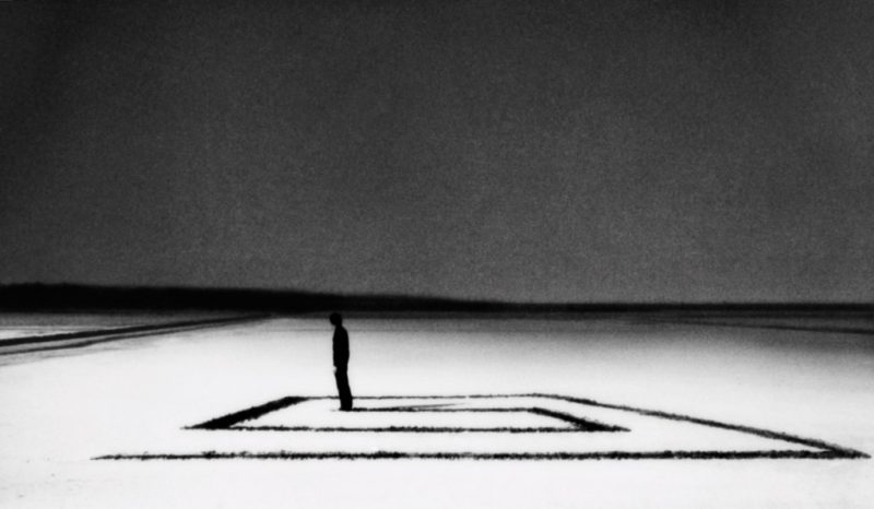 ©-Corinne-Mercadier---Devant-l'escalier-de-verre
