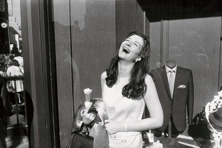 Garry-Winogrand,-New-York,1968-©-The-Estate-of-Garry-Winogrand,-courtesy-Fraenkel-Gallery,-San-Francisco