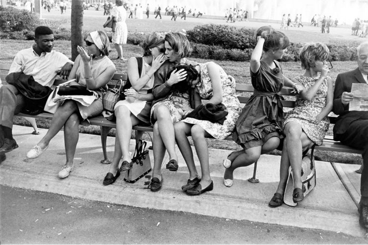 Garry-Winogrand,-World's-Fair,-New-York,1964-©-The-Estate-of-Garry-Winogrand,-courtesy-Fraenkel-Gallery,-San-Francisco