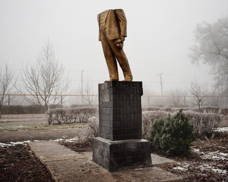 Carte blanche à Samuel Bollendorff : La Statue de Lénine décapitée deGuillaume Herbaut