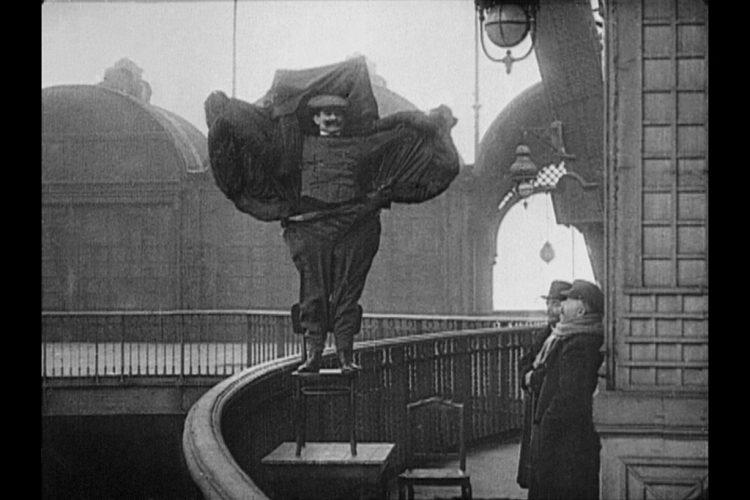 Agnes_Geoffray_Flying_Man