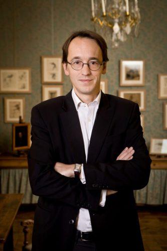 Louis-de-Bayser-Président-du-Salon-du-dessin-683x1024