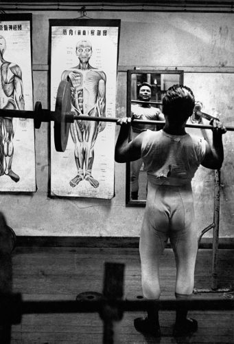 Cérémonie-de-la-culture-physique-©-William-Klein