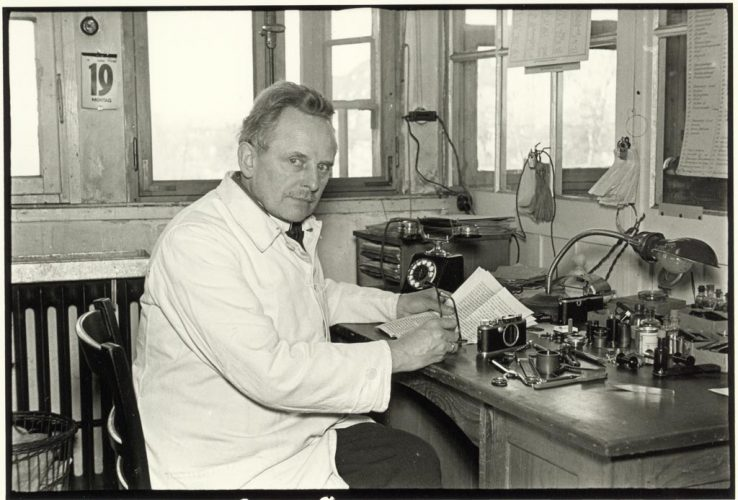 20_Julius-Huisgen,-Oskar-Barnack-at-His-Workplace-in-the-Hausertor-Works,-1934-©-Leica-Camera-AG