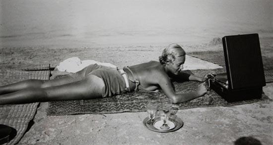 ChouValton-plage-de-la-Garoupe-Cap-d'Antibes-1932-PhotographieJH-Lartigue©Ministère_de_la_culture_France_AAJHL