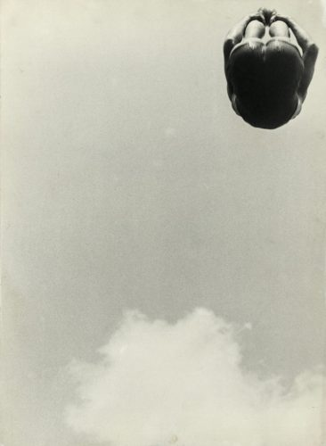 Envol-Alexandre-Rodtchenko.-Un-saut.-1934.-Collection-Multimedia-Art-Museum,-Moscow---Moscow-House-of-Photography-Museum