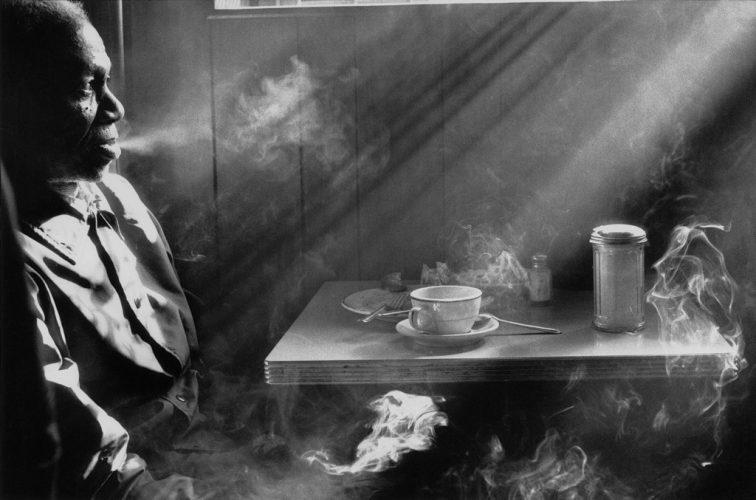 Harold-Feinstein_Man_Smoking_in_Diner_1974_Courtesy-Galerie-Thierry-Bigaignon