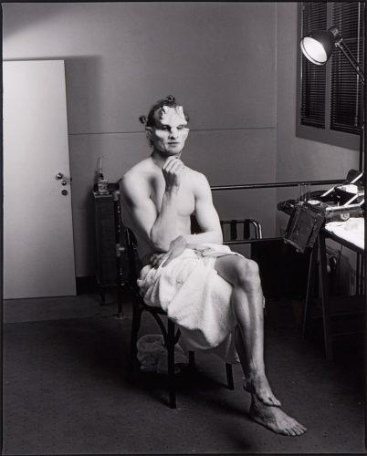 Matthew-Barney,-Rotterdam,-1995©-Annie-Leibovitz-
