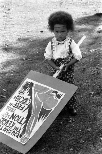 Rassemblement-pour-les-Frères-Soledad,-DeFremery-Park,-Oakland,-Californie,-29-novembre-1969,-Copyright-Stephen-Shames--Courtesy-Steven-Kasher-Gallery