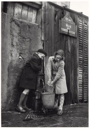 Rue-Terres-au-curé,-Paris,-1954©Sabine-WeissBD