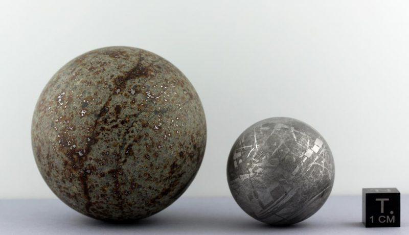 METEORITES-01_Boules-de-feu-versus-météorites_NWA869_et_Gibeon_cLFerrière