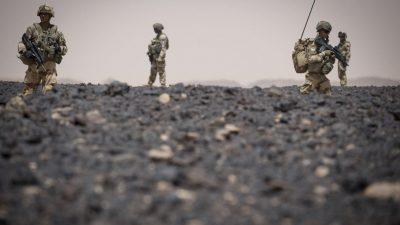 Des aires de solitudes : Le quotidien des soldats par Arnaud Roiné