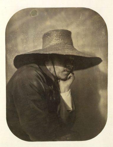 Adrien-Tournachon-Autoportrait-au-chapeau-de-paille