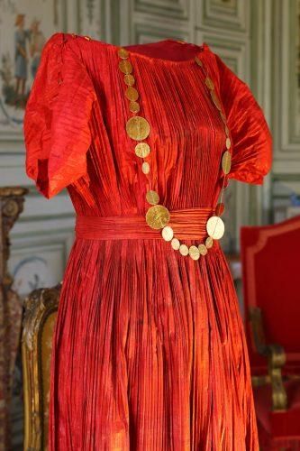 ChampsReconstitution-d'une-robe-Fortuny-par--Isabelle-de-Borchgrave-©-Blondin---CMN