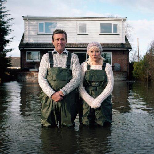 Drowning-world-Submerged-portraits-Gideon-Mendel-03