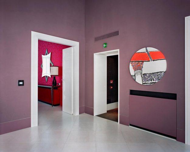 14-LC---Untitled-(Circle-Mirror),-2011,-photographie-couleur-c-print,-101-x-127-cm,-courtesy-de-l'artiste-et-Galerie-In-Situ---fabienne-leclerc.