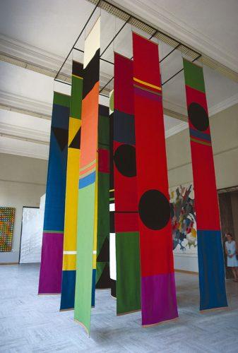 Aubusson_Cathédrale-psychédélique,-Arthur-Jobin,-4e-Biennale-de-Lausanne-1969,-tissage-Claire-Jobin,-laine,-6-m-x-3,20-m-x-3,20-m.-C-ollection-Fondations-Toms-Pauli,-Lausanne