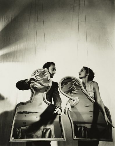 A-Couple-with-Their-Heads-full-of-clouds_Dali-an-Gala