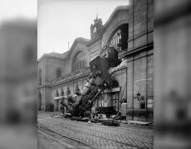 Accident-de-la-gare-Montparnasse.-Paris,-22-o-ctobre-1895-©-NeurdeinRoger-Viollet---Accident-at-the-Gare-Montparnasse.-Paris-(France),-October-22,-1895-©-NeurdeinRoger-Viollet