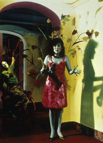 ©-Ouka-Leele_Galerie-VU_Retrato-con-Jarron,-1982