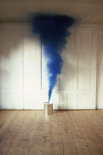 Blauer+Rauch,+1984+©Roman+Signer