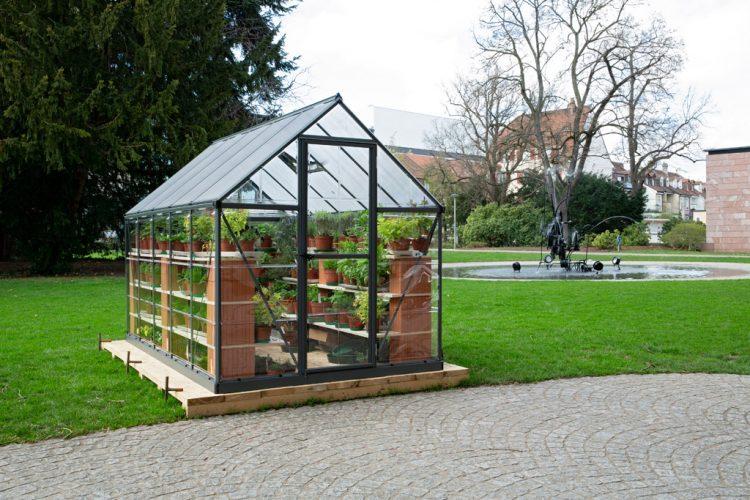 Installation-exterieure-avec-Mari-sa-Benjamim,-Hortus-Deliciarum