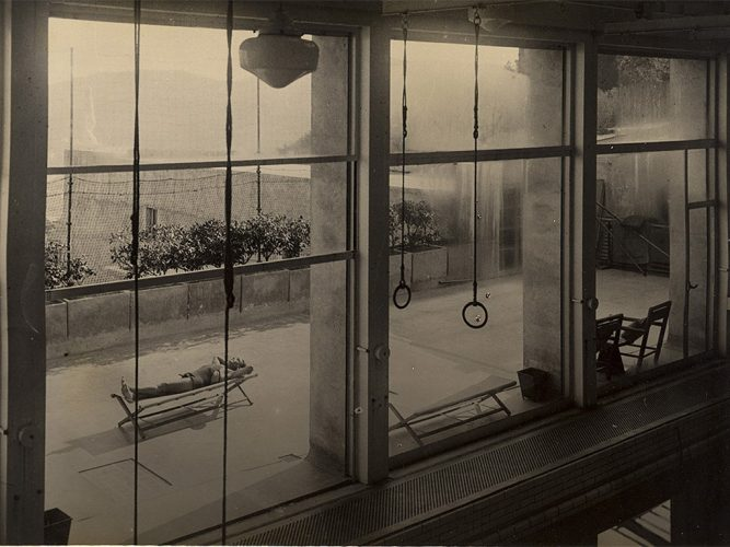 Villa-Noailles-Vue-de-la-piscine-1929-Pho-tographe-Studio-Rey-Collection-privée